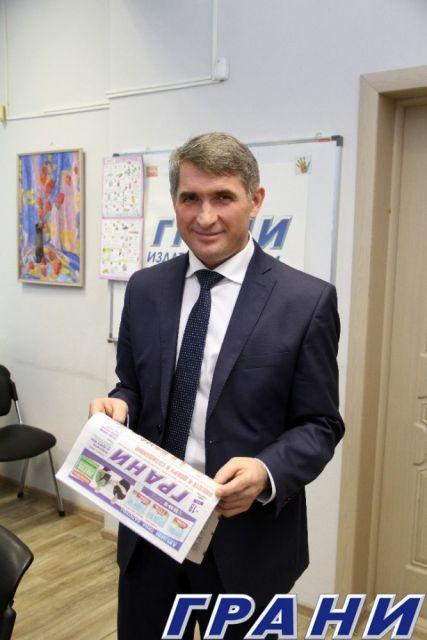 25 Oliegh Nikolaiev v riedaktsii ghaziety Grani