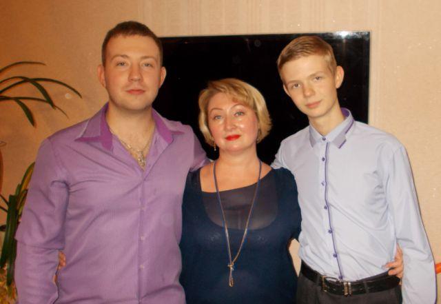 Артем и Роман Шурловы с мамой Светланой Владимировной