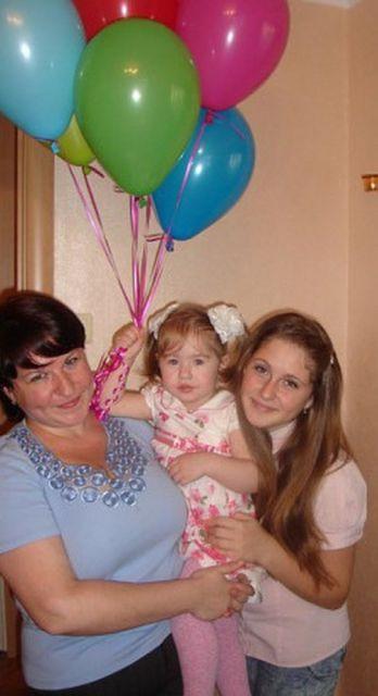 Люба и Соня Лакман с мамой Еленой