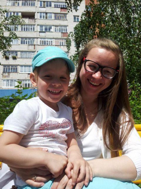 Валя Храмова с мамой Ксенией
